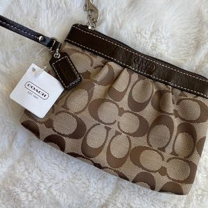 ⬇️NWT Coach Wristlet Brown/Tan